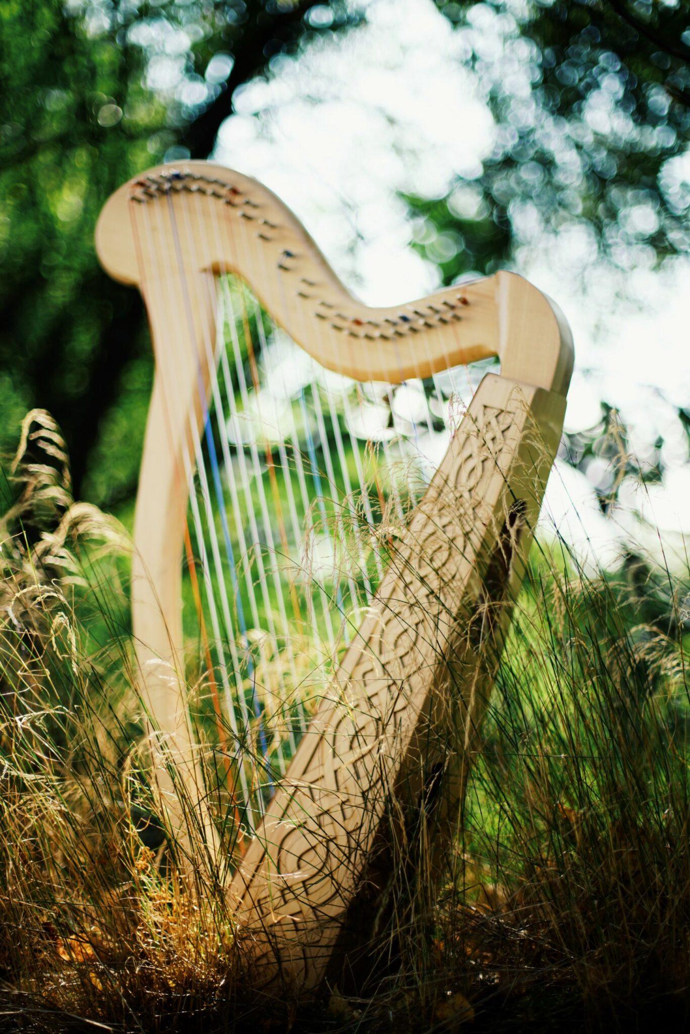 Harfinna – keltska harfa proizvedena u Srbiji