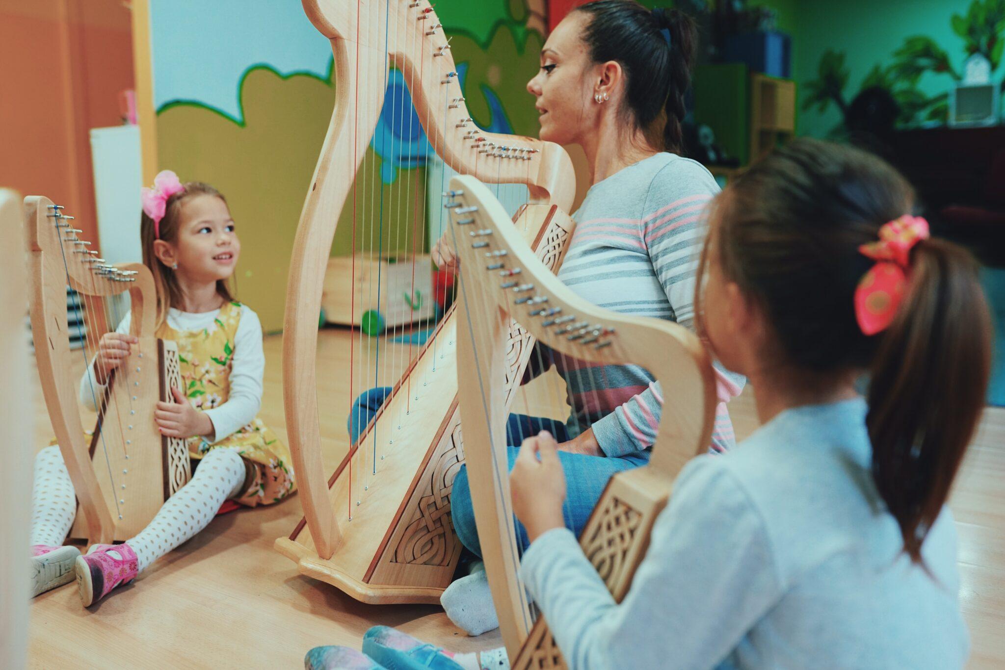 Prvi put u Srbiji: Grupne radionice harfe za decu!